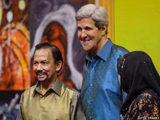 Hassanal-Bolkiah-and-John-Kerry-x400